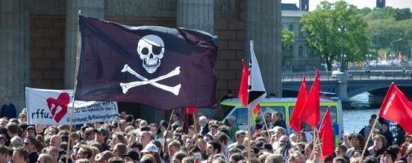 Pro_piracy_demonstration-e1443866613537
